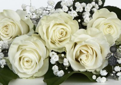 roses_white_wedding_gift